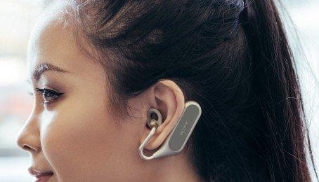 Xperia Ear Duo là tai nghe không dây giá 280 USD, giúp bạn vừa nghe nhạc vừa nói chuyện với bạn bè