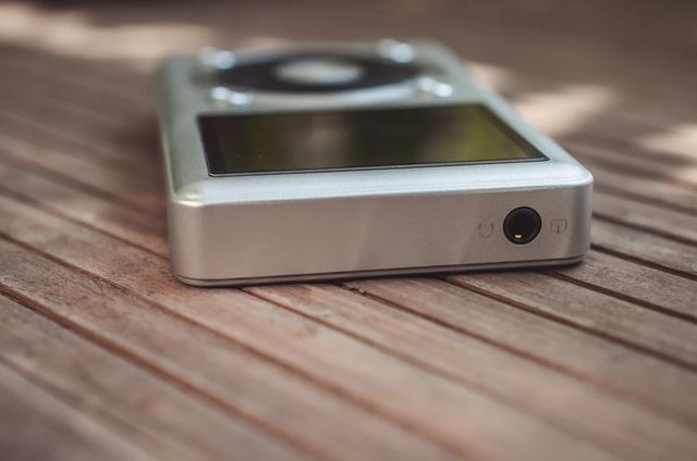 Cạnh trên Máy nghe nhạc MP3 Fiio X1