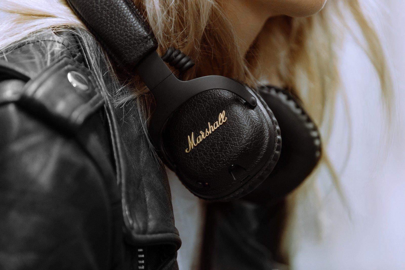 14a27113e12 Tai nghe bluetooth chống ồn Marshall Mid ANC với phụ kiện túi lót nhung đi  kèm đặc trưng của hãng
